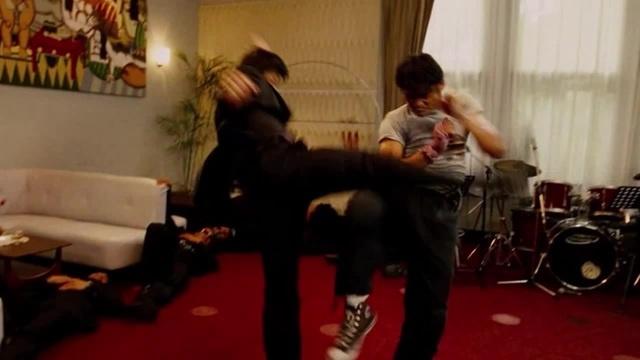TONY JAA FIGHT SCENE 1