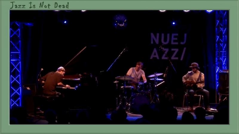David Helbock Trio Arnold Schönberg aus 6 kleine Klavierstücke Nr II NUEJAZZ 2015