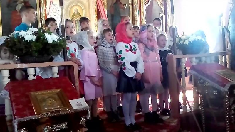 Пасха виступ дітей недільної школи в Церкві