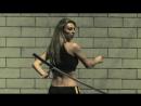 Девушка с мечом. Выживание и холодное оружие.mp4