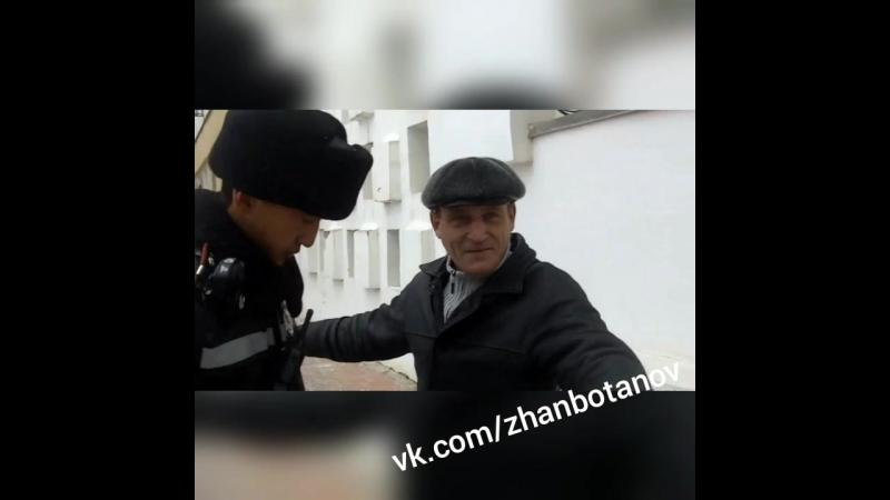 Полиция Уральска ввела комендантский час и массово обыскивает граждан