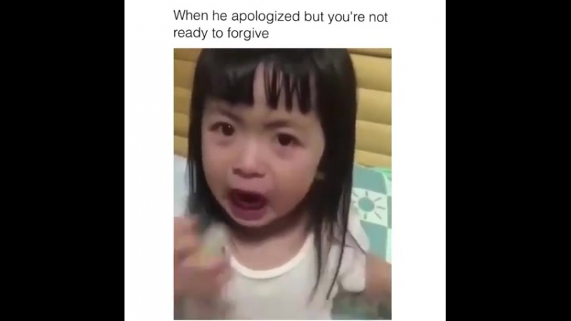 Плачет 😂😂