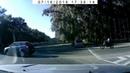 Водитель мотоцикла не уступил мне дорогу на перекрестке с круговым движением