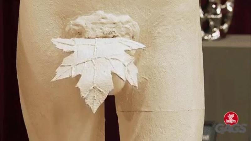 Была в Лувре... Остановилась возле фигуры с фиговым листом и долго смотрела на неё... Фраза экскурсовода прогремела как гром: