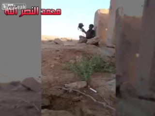 Isis sniper has young iraqi soldier pinned.......watch what happens (1)