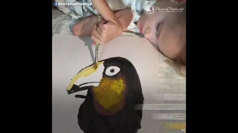 Девочка рисует невероятные картины