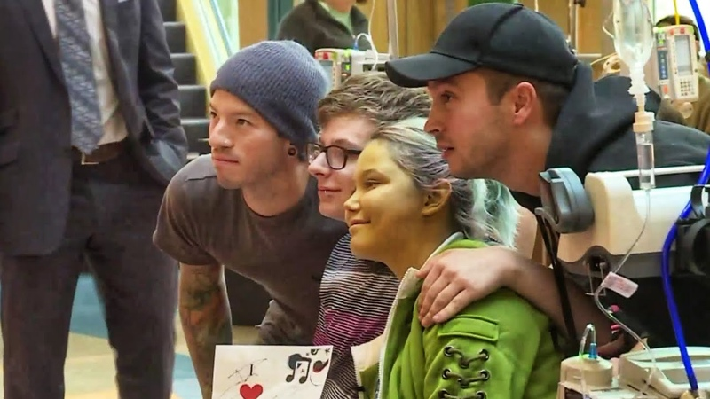 Twenty One Pilots surprise kids at a children's hospital