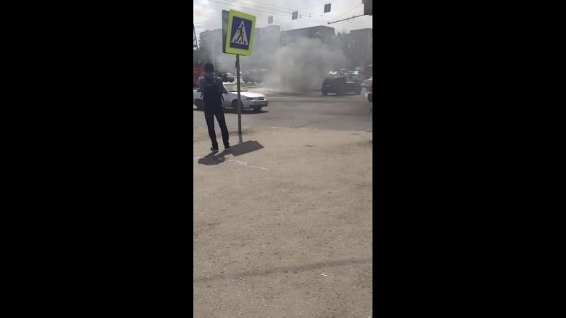 Астрахань. Сгорело авто около ЖД вокзала