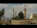 Самолёт ВВС Сирии совершает полёт на предельно малой высоте над восточным Каламуном