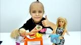 Видео для девочек - Барби готовит обед - Игры в куклы