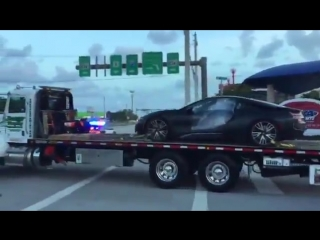 С места происшествия увезли автомобиль расстрелянного рэпера XXXTentacion [NR]