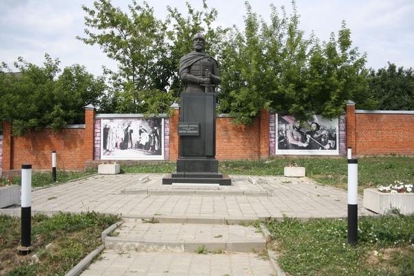 Выглядит заброшенно и супер-плохо.  Примерно такое же состояние у памятника Афганцам: https://vk.com/photo16174219_456261960