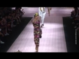 Полвека - не возраст Карла Бруни и мать Илона Маска вышли на подиум Недели моды в Милане