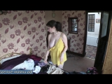 Мамка решила навести порядок в комнате дочери пока она резвится в ванной [milf, mature, милф, мамки]