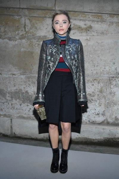 """Хлоя Морец, Софи Тернер, Дженнифер Коннелли и Джастин Теру на показе """"Louis Vuitton"""" в Париже."""