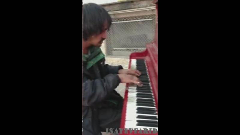 Бомж-пианист взорвал интернет!_Full-HD.mp4