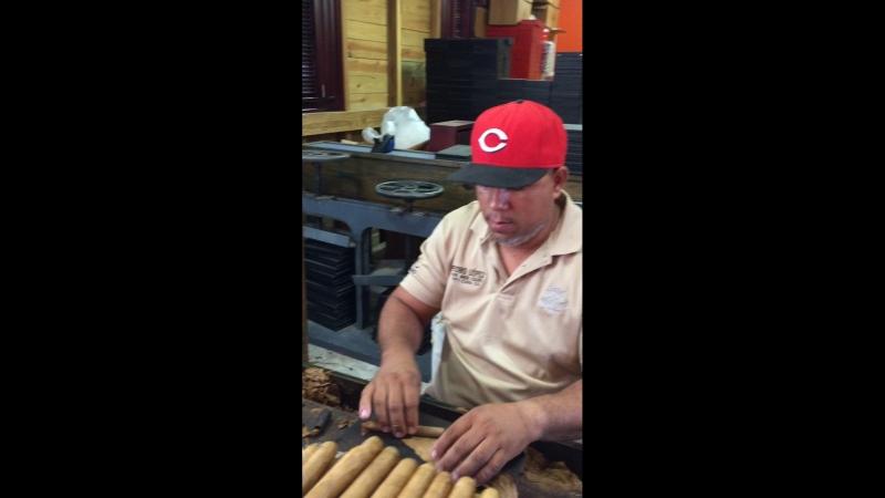 Как в Доминикане изготавливают сигары🇩🇲