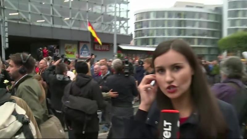 CHEMNITZ_ AfD-Schweigemarsch vereinigt sich mit Pro Chemnitz-Demo