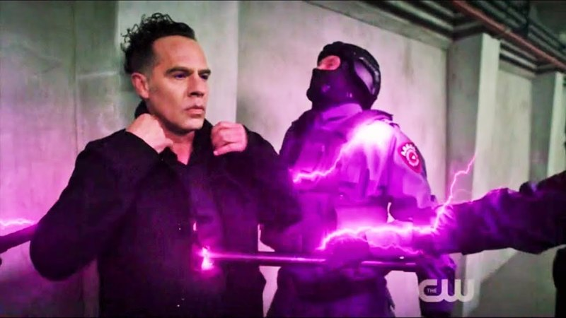The Flash 4x22 Opening Scene Devoe kills Argus Securities to reach Melting Point Scene