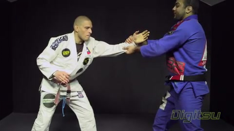 Zguard_03_Pulling_Half_Guard_with_Wrist_Control_2
