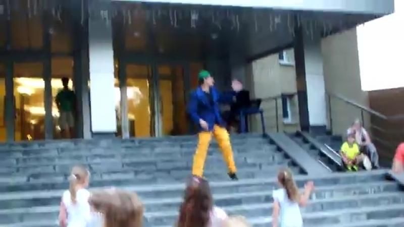 Безумный и безбашенный танец Сиса сасиса