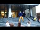 Безумный и безбашенный танец Сиса-сасиса