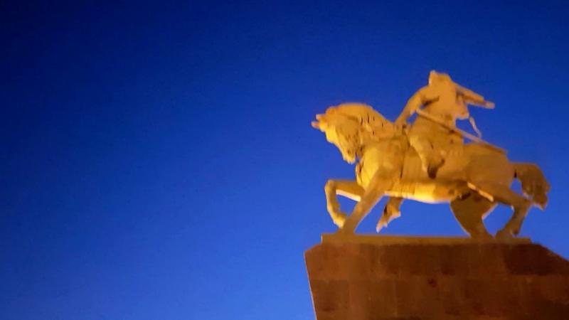 Прогулка по вечерней Уфе после обучения и ресторана. Памятник Салавату Юлаеву