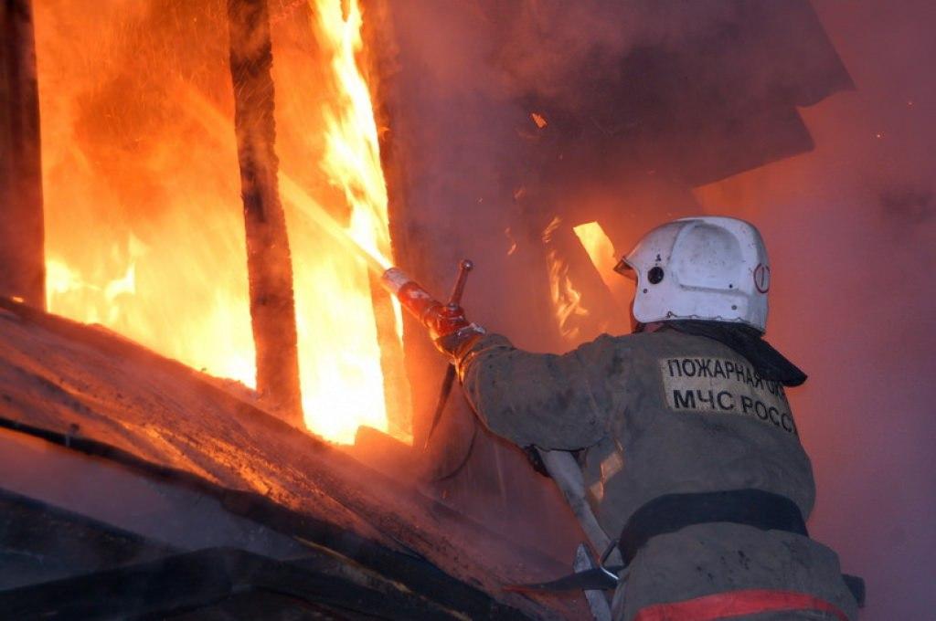 Пожар уничтожил жилой дом в Сторожевой