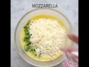 красивый омлет с беконом сыром и шпинатом
