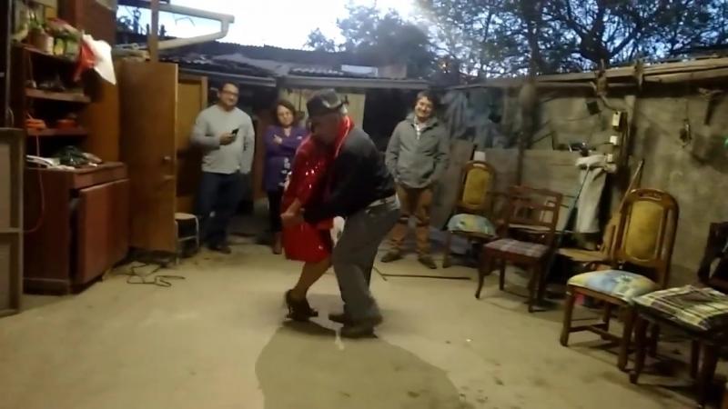 Танго канженге в честь 54-летия супружеской жизни
