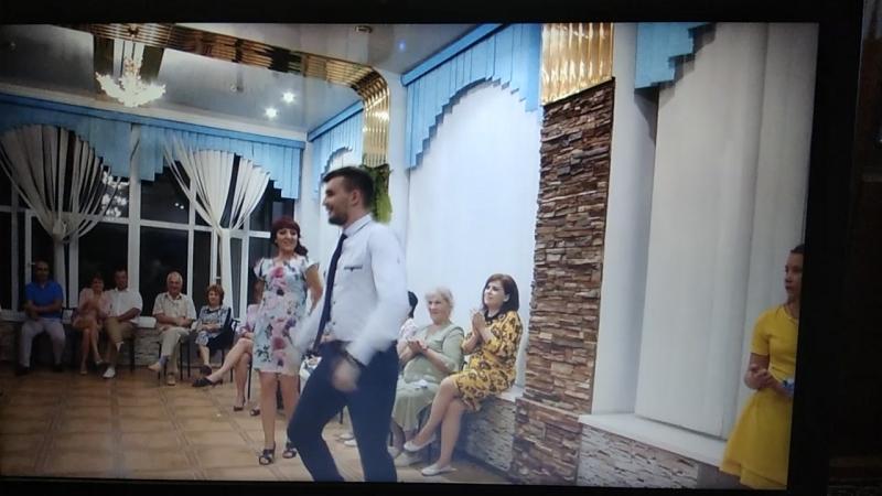 танец жениха с тещей)