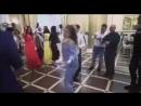 Дикий танец пьяной девушки на свадьбе во Владикавказе попал на видео, 17.05.2018_low.mp4