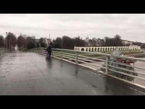 Горбатый мост превратился в ледяную горку