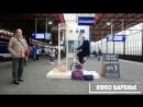 Парень придумал как поднять настроение пассажирам ожидающим поезда VIDEO ВАРЕНЬЕ