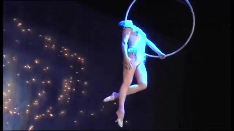Гимнастка в кольце Лиля Шевченко