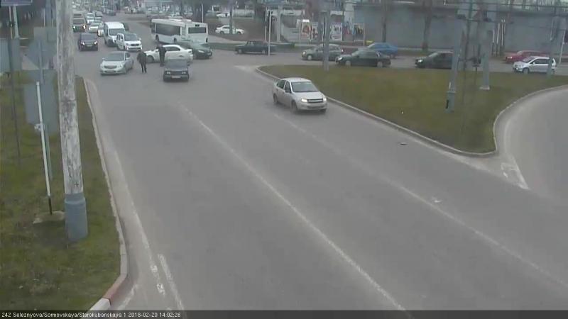 Перекрёсток улиц Селезнева Сормовская и Старокубанская 19 февраля