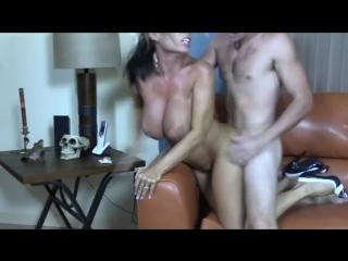 Мама Goldie Blair разбудила и трахнула сына, mom mature sex young son incest busty dick boy toy ass cum hot