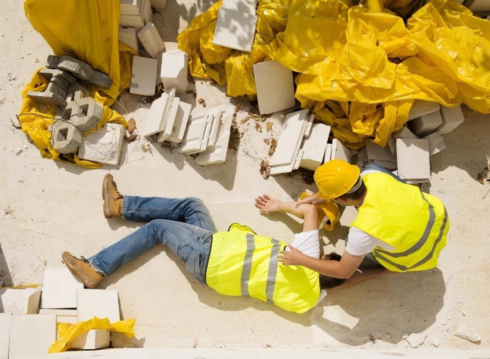 Запуск строительной компании требует наличия страхования для покрытия возможных аварий.