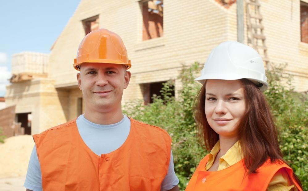 Многие сообщества полагаются на местные строительные компании.