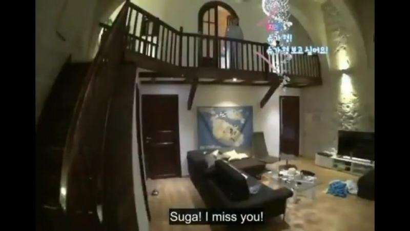 Чимин выходя из комнаты:Шуга-хен, я скучаю по тебе... Разве не мило?