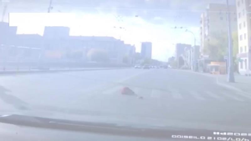 18 На Крауля ребёнок выбежал на дорогу и его сбила машина
