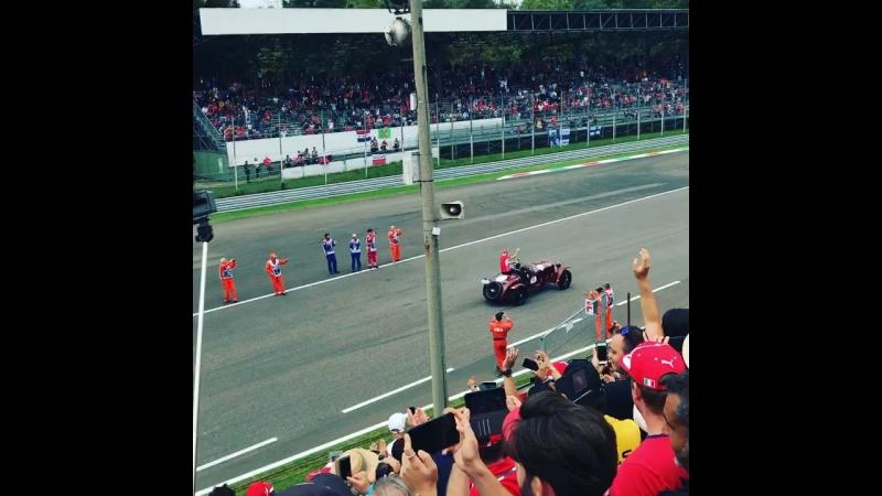 Себастьян Феттель 02.09.2018 на параде пилотов. Перед началом гонки на автодроме Монца на Гран-при Италии Формулы-1.
