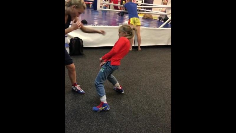 Как кубинские танцы могут помогать в боксе. Тренировка перспективной украинки Киры Макогоненко.