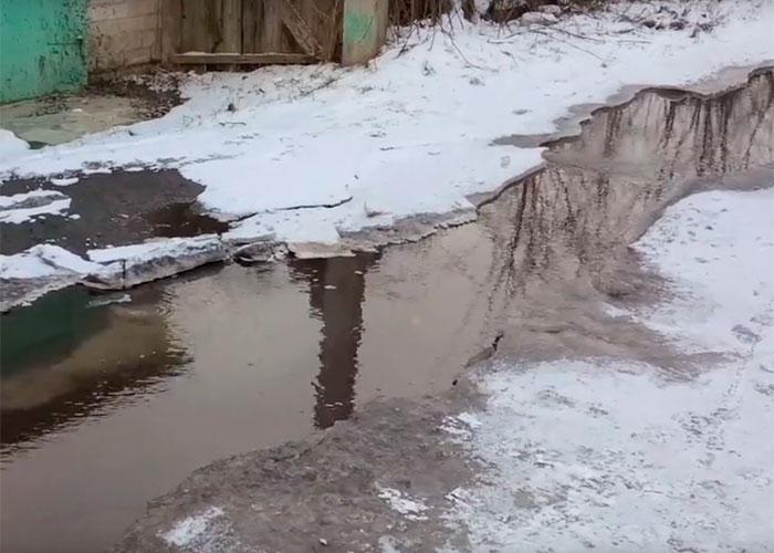 Чумаковский тупик в Курске заливает водой