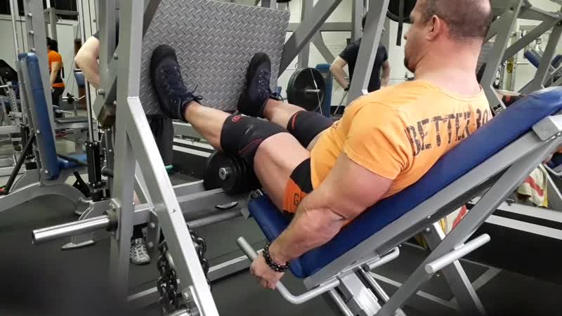 Жим ногами 500кг на 52 повторения Добивание 400 кг на 28 повторений