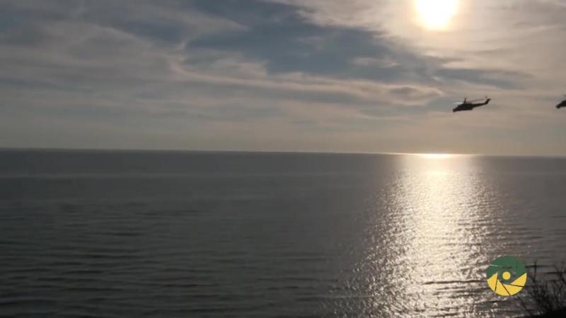 Донбас. Бойові вертольоти над морем