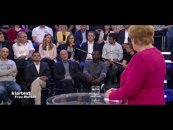Nach Attacke von Reinigungskraft: Als Abspann läuft, macht Merkel eine große Geste