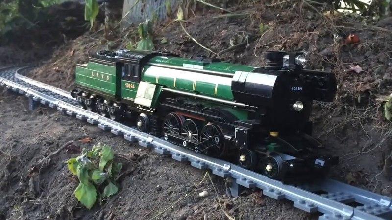 Большая игрушечная железная дорога, классная игрушка.