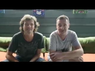 Nick warren - hey belgium! im playing b2b with my buddy...