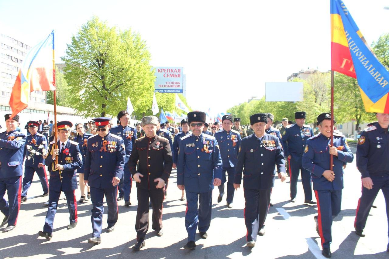 Казаки впервые приняли участие в первомайском шествии в Луганске